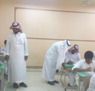 آب وأبنه يؤديان الآختبارات بثانوية أبو جعفر بجمعة ربيعة2