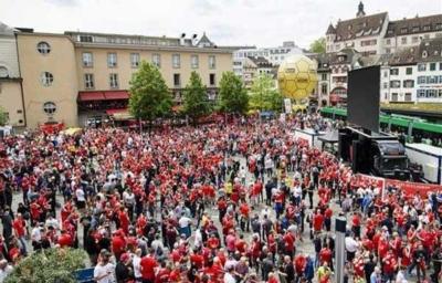 آلاف الجماهير الإنجليزية تصل بازل لدعم ليفربول أمام إشبيلية