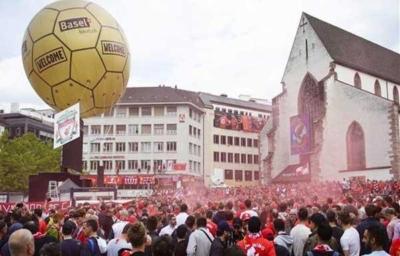 آلاف الجماهير الإنجليزية تصل بازل لدعم ليفربول أمام إشبيلية4