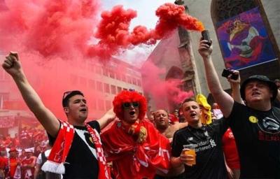 آلاف الجماهير الإنجليزية تصل بازل لدعم ليفربول أمام إشبيلية5
