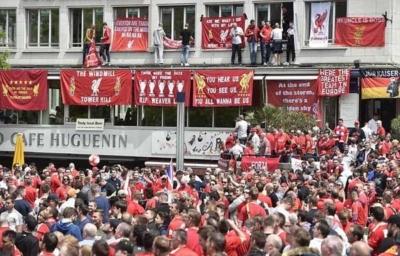 آلاف الجماهير الإنجليزية تصل بازل لدعم ليفربول أمام إشبيلية6