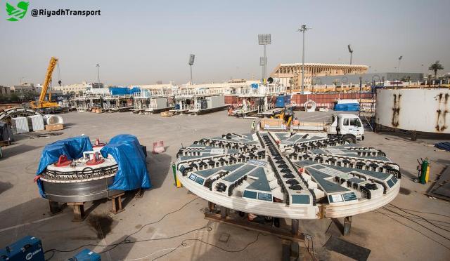 شاهد بالصور.. تجميع آلة الحفر بالقرب من إستاد فيصل بن فهد - المواطن