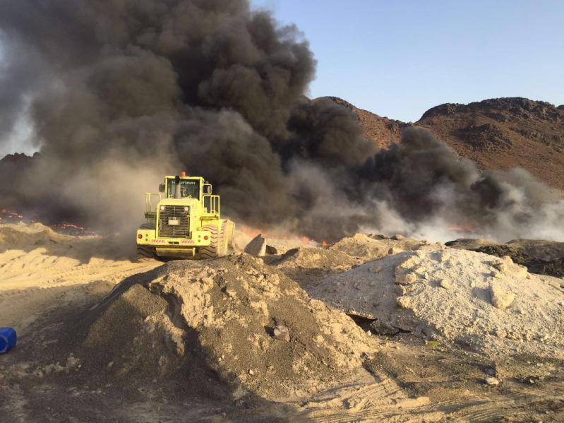 آليات المدني تكافح حريقًا ضخمًا شمال المدينة المنورة - Copy