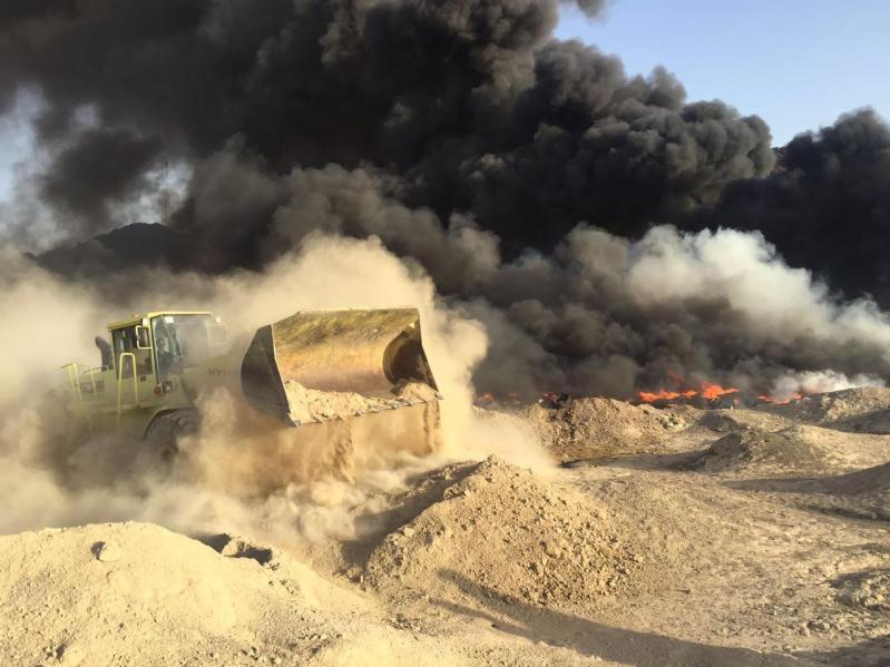 آليات المدني تكافح حريقًا ضخمًا شمال المدينة المنورة1 - Copy