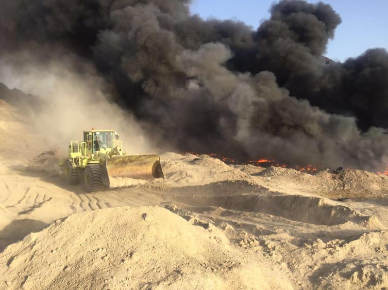 آليات المدني تكافح حريقًا ضخمًا شمال المدينة المنورة2