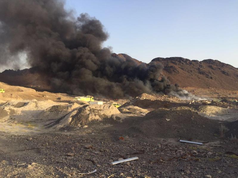 آليات المدني تكافح حريقًا ضخمًا شمال المدينة المنورة3