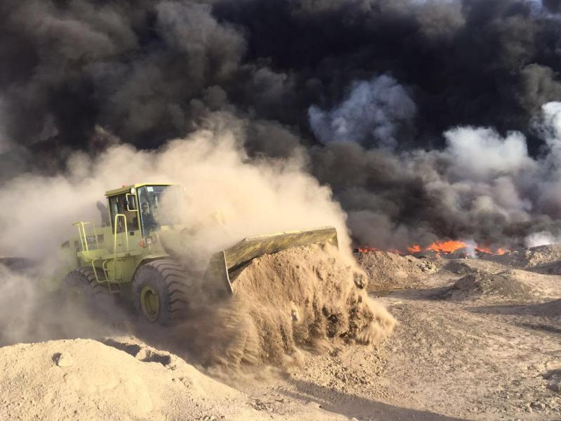 آليات المدني تكافح حريقًا ضخمًا شمال المدينة المنورة4