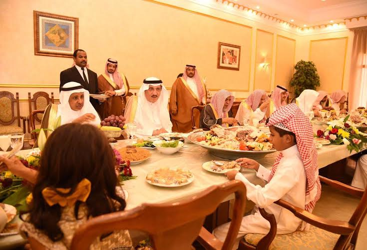 أبناء الشهداء على مائدة الأمير محمد بن ناصر1