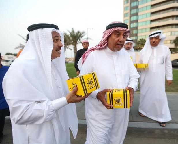 أحمد مسعود يوزع وجبات الإفطار (1) 