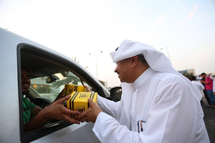 أحمد مسعود يوزع وجبات الإفطار (322547840) 