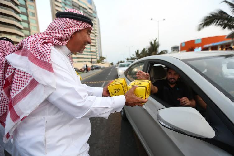 أحمد مسعود يوزع وجبات الإفطار (322547842) 