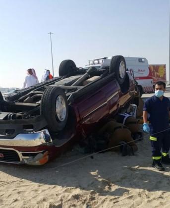 أصابة عائلة خليجية بحادث أنقلاب على طريق السريع (3)