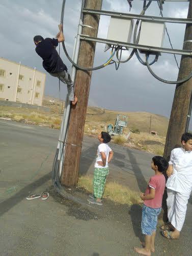 أطفال يعرضون نفسهم للخطر
