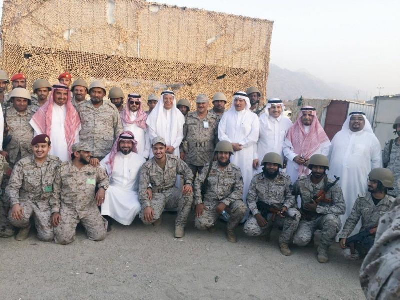 أعضاء الشورى في صورة جماعية مع جنودنا البواسل