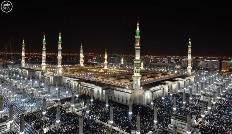أكثر من 750 ألف مصل يؤدون صلاة العشاء والتراويح ليلة 27 بالمسجد النبوي