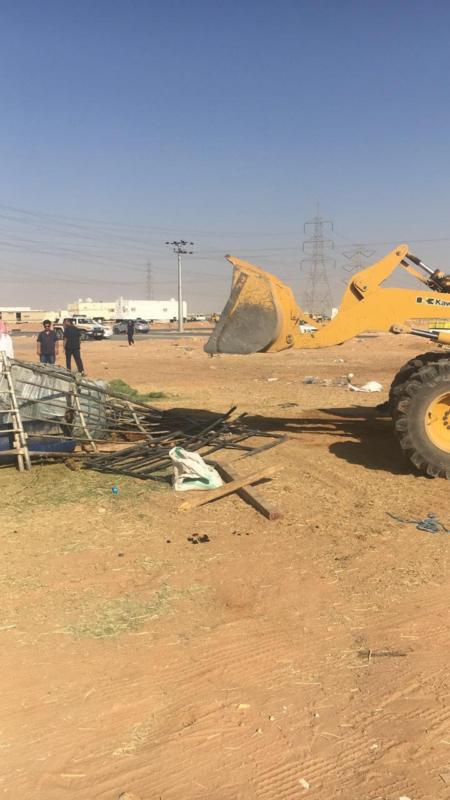 أمانة الرياض تزيل مخالفات (1)