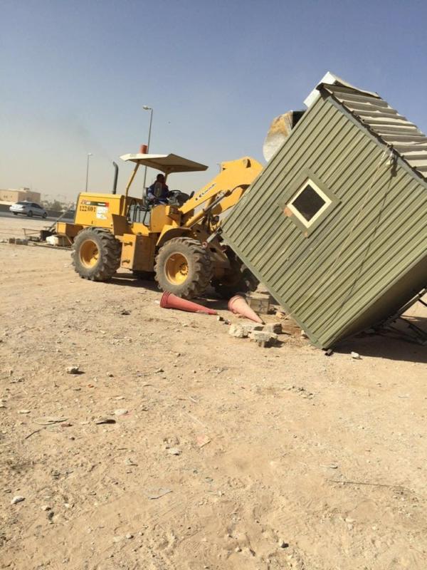 أمانة الرياض تُزيل أكشاك وألعاب مخالفة في حملة رقابية على الباعة الجائلين 1