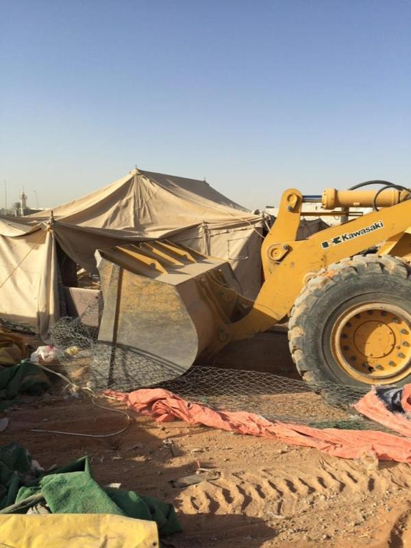 أمانة الرياض تُزيل أكشاك وألعاب مخالفة في حملة رقابية على الباعة الجائلين
