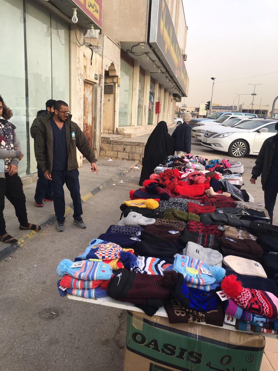 أمانة الرياض تُشن حملة رقابية على الباعة الجائلين جنوب وغرب العاصة
