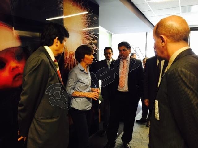 الآن .. يقوم الوفد الاعلامي السعودي المرافق لخادم الحرمين الشريفين خلال زيارته لواشنطن بزيارة لمقر صحيفة واشنطن بوست