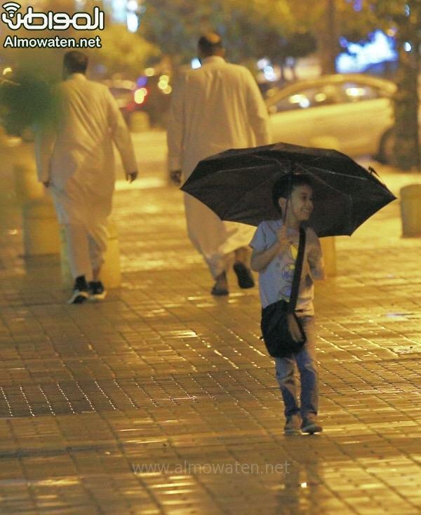 شاهد بالصور.. أمطار الرياض تُضفي البهجة وترسم الابتسامات