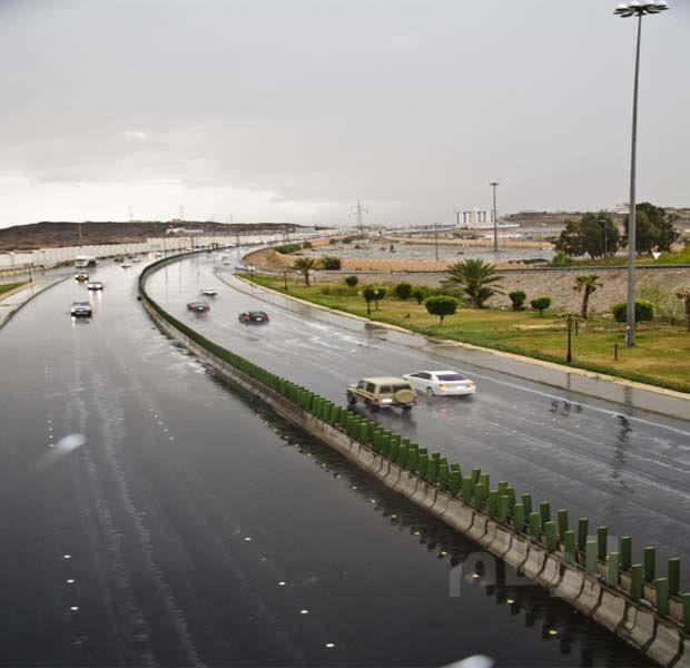 الأرصاد الجوية لأهالي الطائف: احذروا الأمطار والغبار
