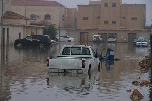 أمطار #بريدة بين ساخر ومطالب بمحاسبة الفساد (4)