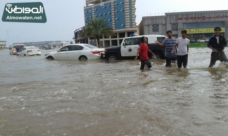 """""""المواطن"""" توثق بالصور .. أمطار السبت الغزيرة تغرق جازان"""