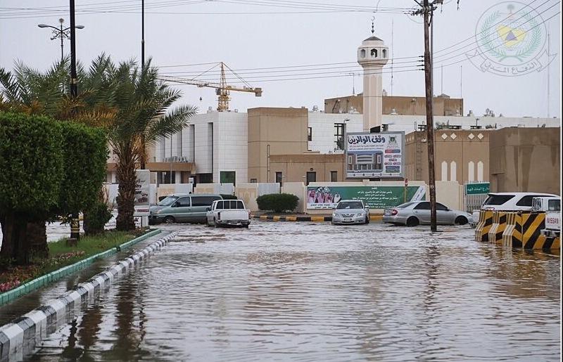 أمطار غزيرة على رفحاء والمدني يحذر (4)