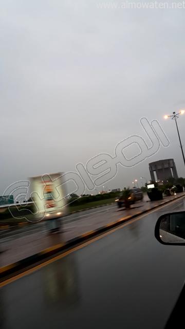 أمطار متوسطة على #الخفجي (1)