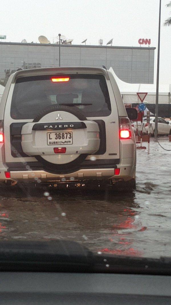 #أمطار_الإمارات تُعلن توقف الحياة بشكل كامل (2)