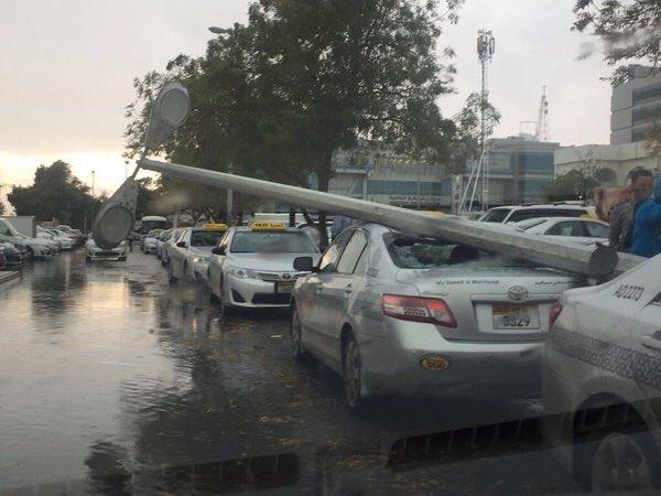 #أمطار_الإمارات تُعلن توقف الحياة بشكل كامل (3)