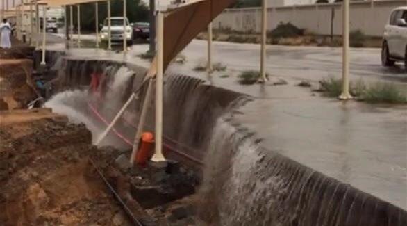 #أمطار_الإمارات تُعلن توقف الحياة بشكل كامل (5)