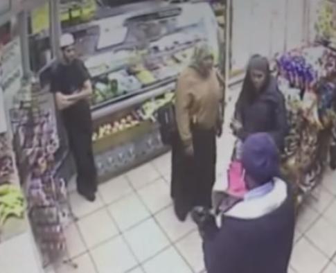 أميركي يطارد مسلمتين ويبصق عليهما في نيويورك