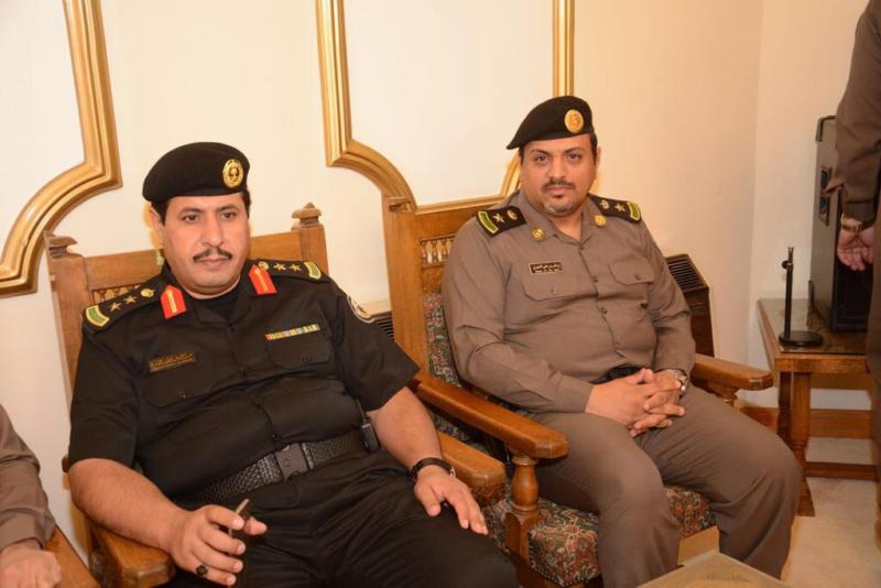 أمير الباحة مستقبلاً المهنئين بالعيد (1) 