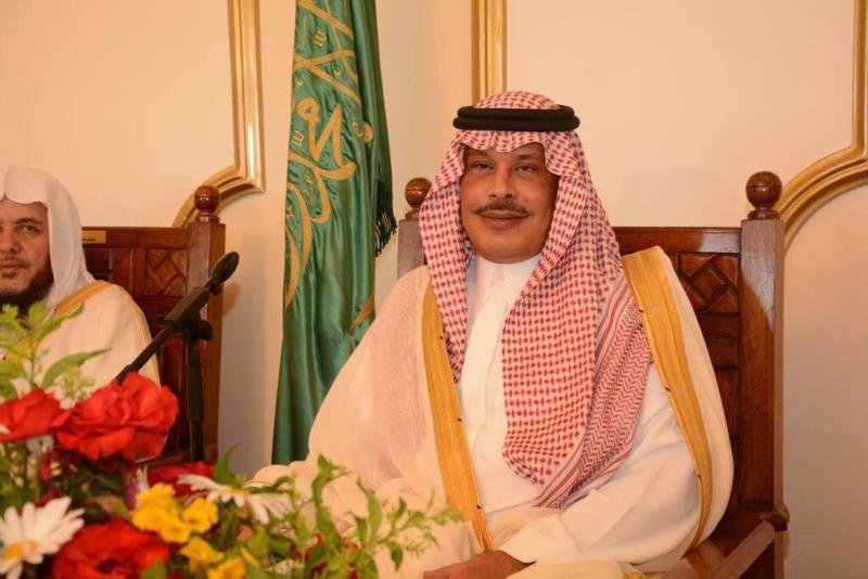 أمير الباحة مستقبلاً المهنئين بالعيد (338363381) 