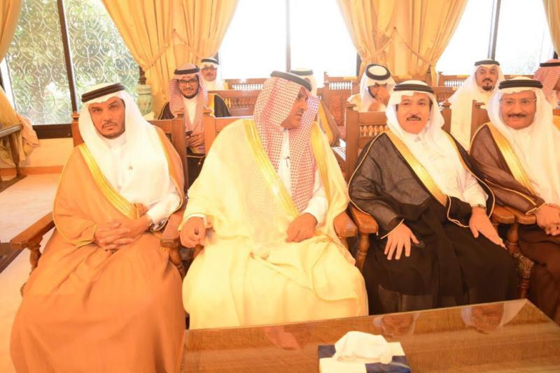 أمير الباحة مستقبلاً المهنئين بالعيد (338363385) 