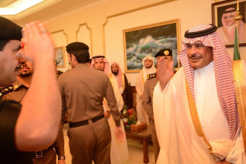 أمير الباحة مستقبلاً المهنئين بالعيد (338363386) 