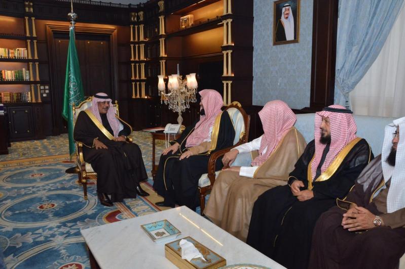 أمير الباحة يستقبل الرئيس العام لهيئة الأمر بالمعروف والنهي عن المنكر1