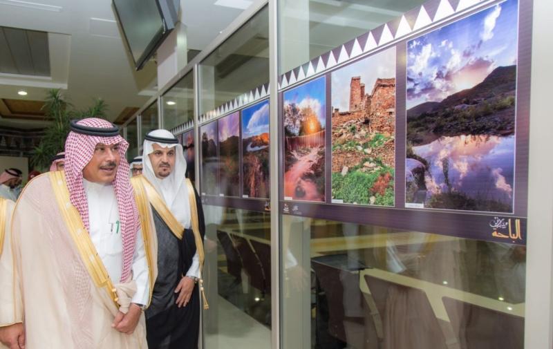 أمير الباحة يفتتح معرض الفنون البصريّة في مطار الملك سعود (1)