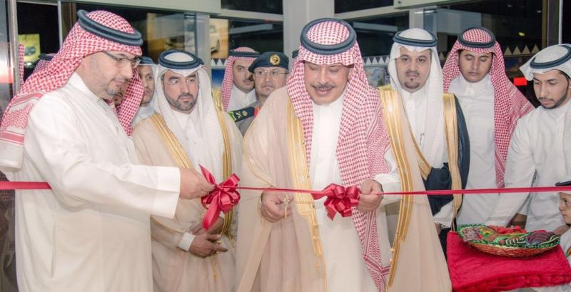 أمير الباحة يفتتح معرض الفنون البصريّة في مطار الملك سعود (2)