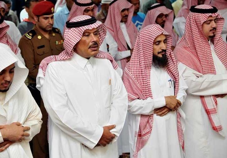 أمير الباحة يُشارك الأيتام وحديثي الإسلام الصائمين إفطارهم (9)