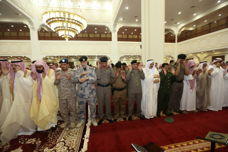 أمير الجوف يتقدم المصلين في صلاة عيد الفطر المبارك (371266725) 