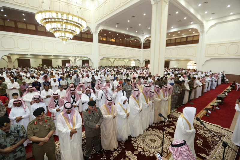 أمير الجوف يتقدم المصلين في صلاة عيد الفطر المبارك (371266726) 