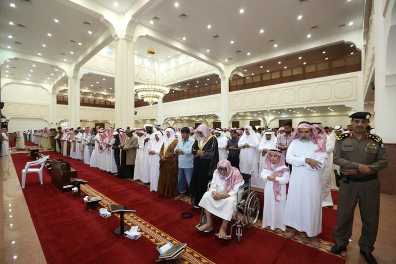 أمير الجوف يتقدم المصلين في صلاة عيد الفطر المبارك (371266727) 