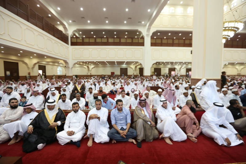 أمير الجوف يتقدم المصلين في صلاة عيد الفطر المبارك (371266729) 