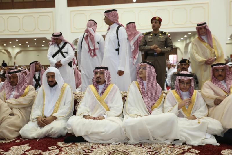 أمير الجوف يتقدم المصلين في صلاة عيد الفطر المبارك (371266730) 