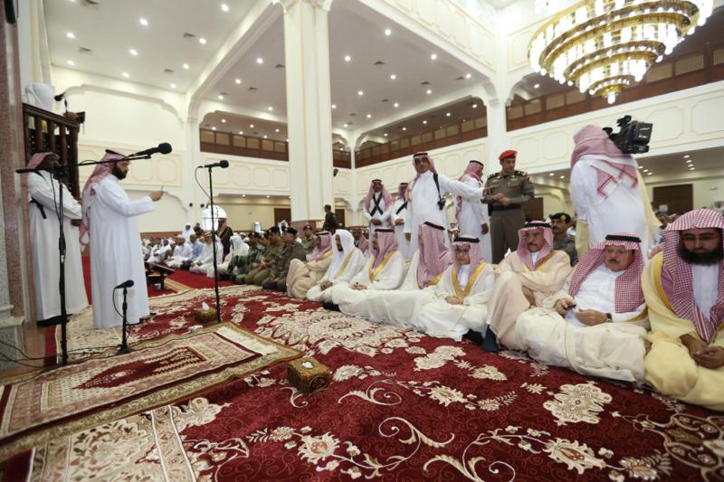 أمير الجوف يتقدم المصلين في صلاة عيد الفطر المبارك (371266732) 