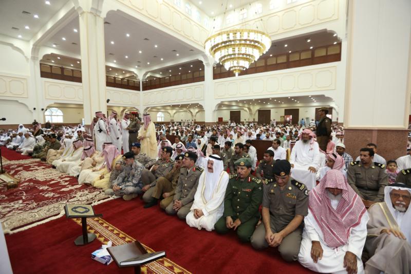 أمير الجوف يتقدم المصلين في صلاة عيد الفطر المبارك (371266733) 