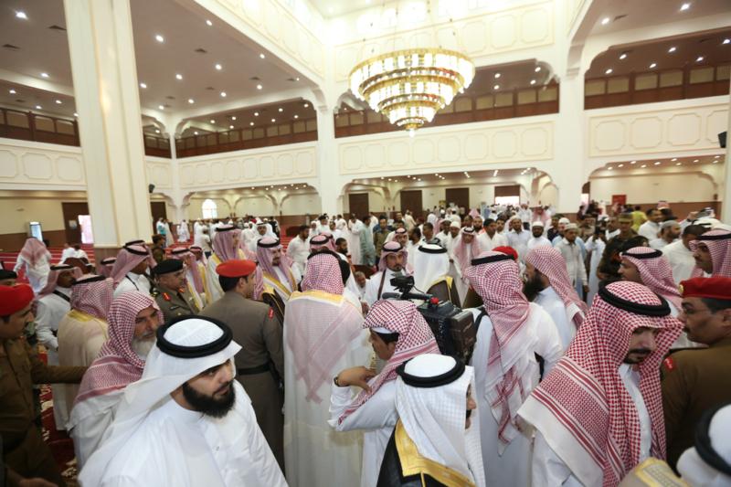 أمير الجوف يتقدم المصلين في صلاة عيد الفطر المبارك (371266737) 